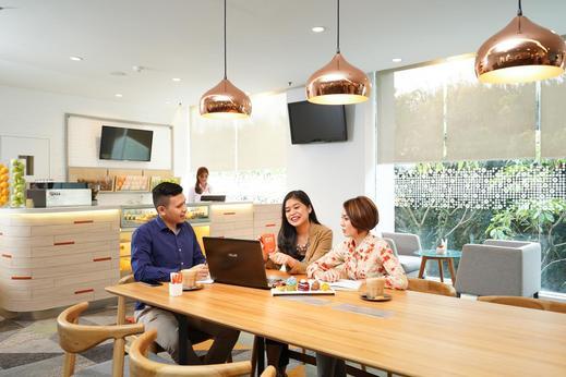 HARRIS Hotel Tebet Jakarta - co-working space