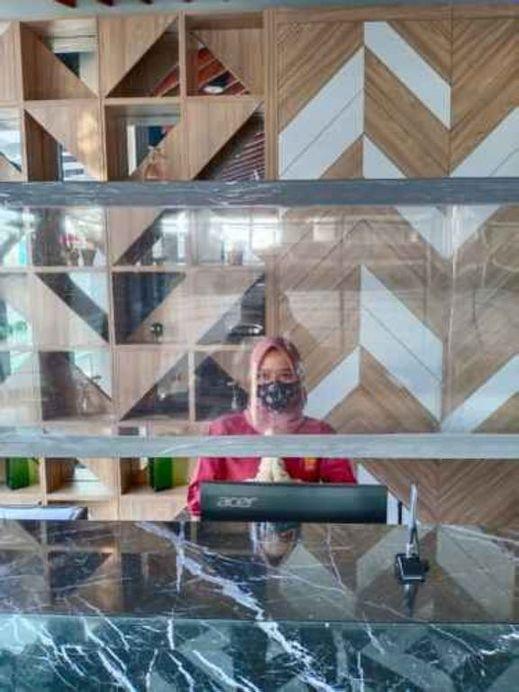 The Ibizzza Idea's Hotel Bandung Bandung - Receptionist
