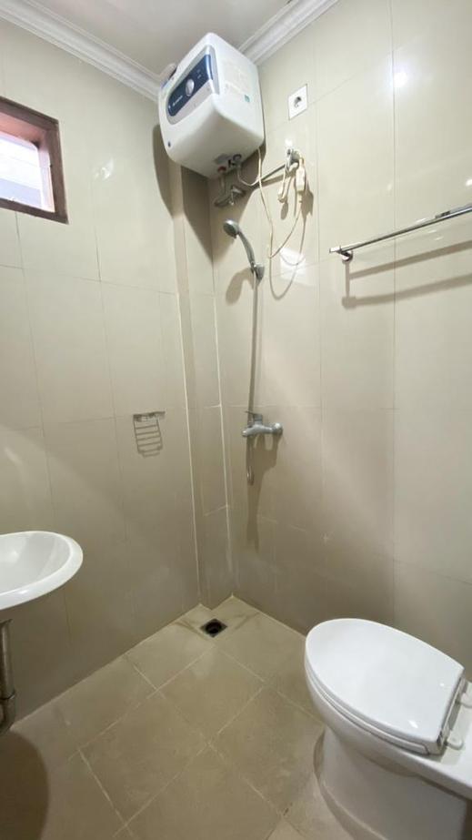 Prada Apartment Bali - Bathroom