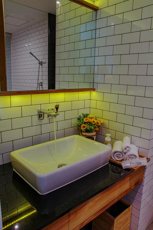 Nagomi Suites Jakarta - bathroom