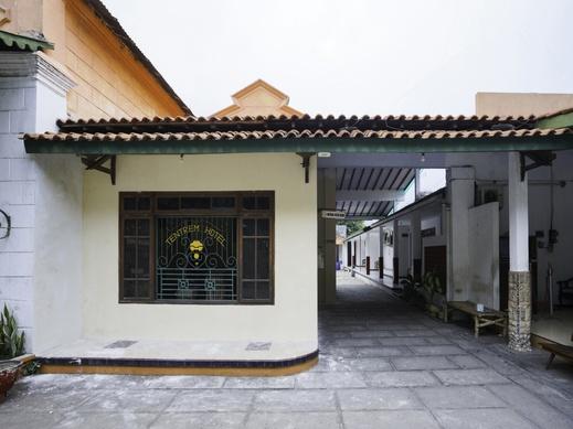 OYO 1999 Hotel Tentrem Syariah Probolinggo - Facade