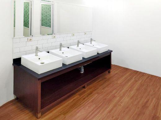 RedDoorz Hostel near Taman Puring Jakarta - Bathroom