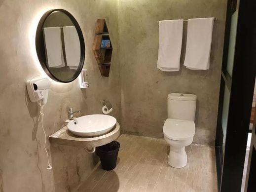 New Golden Clouds - Non Smoking Homestay Garut - Bathroom
