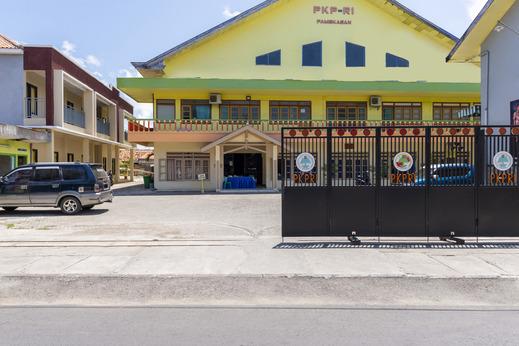 OYO 2708 Hotel Kemuning Syariah Madura - Facade