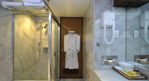 Elmi Hotel Surabaya - bathRooms1