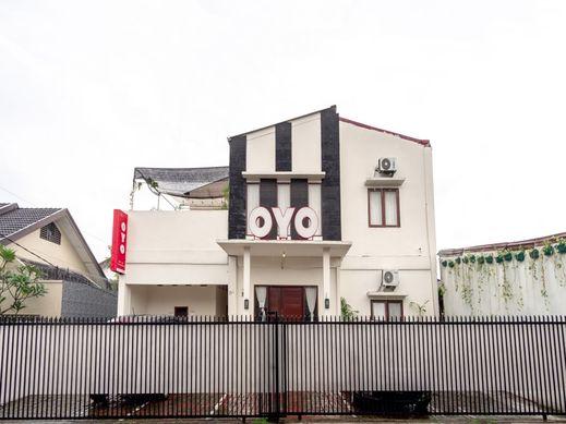 OYO 2076 Oxy Art Boarding House Medan - Facade