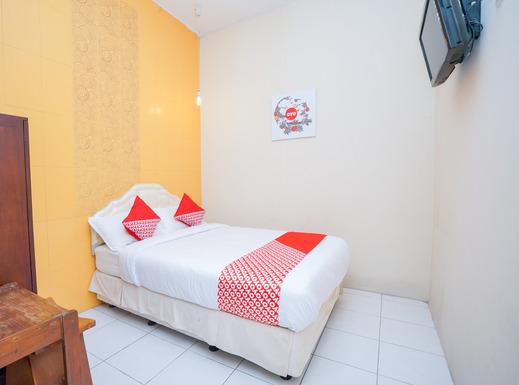 OYO 1239 Mojokerto Classic Homestay Mojokerto - Bedroom