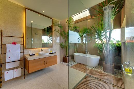 Villa Kinaree Estate Seminyak - Luxurious en-suite bathroom