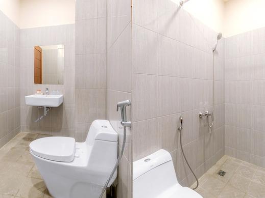 OYO 436 Raz Residence Medan - Bathroom DT