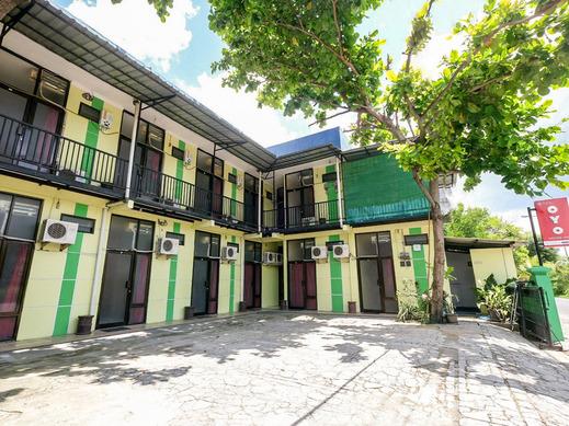 OYO 3263 House 140 Yogyakarta - Facade