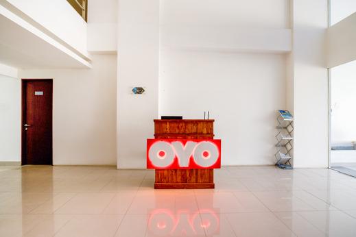 OYO 2942 Apartement River View Jababeka Bekasi - Reception