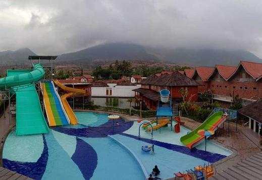 Tirta Kencana Hotel & Resort Garut - Swimming Pool
