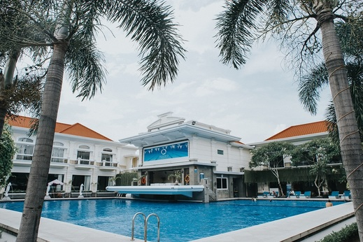 Adhiwangsa Hotel Solo - Kolam renang
