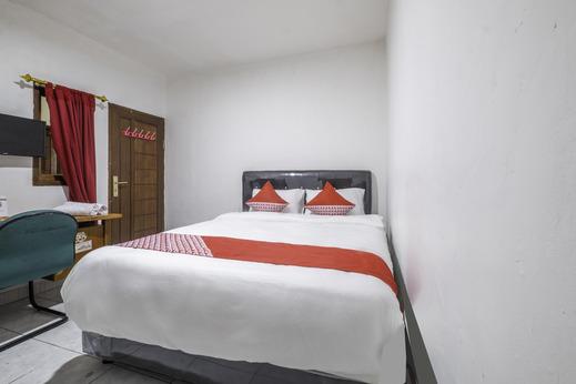 OYO 2391 Baladewa Residence Syariah Karawang - Bedroom