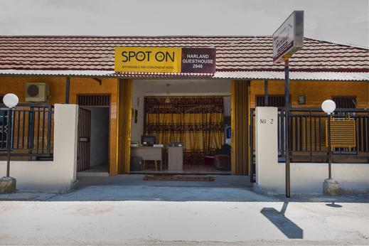 SPOT ON 2946 Harland Guesthouse Padang - Facade