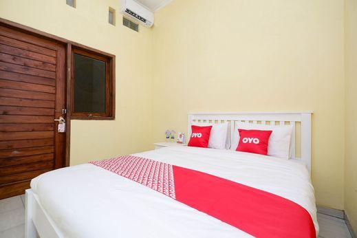 OYO 1553 Anmi Guest House Solo - Bedroom