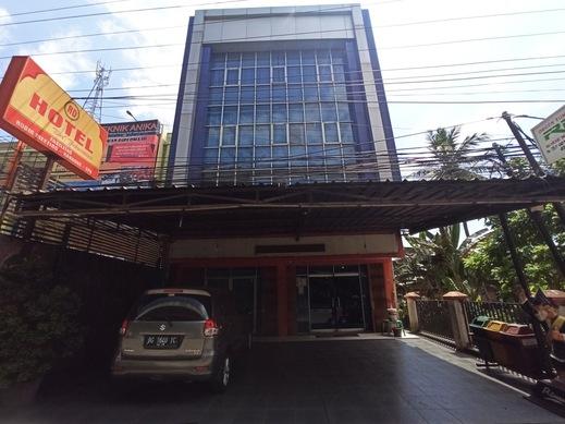 OYO 90390 Hotel Rd Premium Palembang - Facade