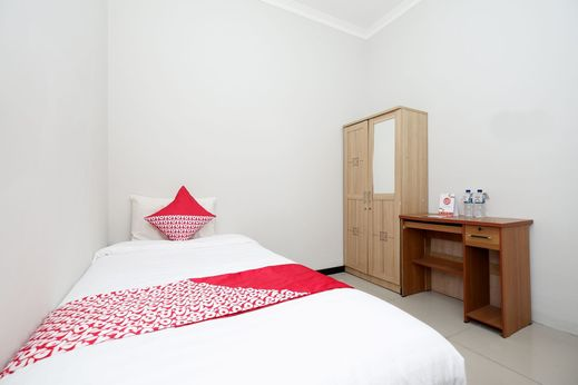 SPOT ON 1800 Ed Ed Residence Semarang - Bedroom