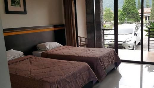 Hotel Grand Bintang Tawangmangu - Deluxe Twin Bed