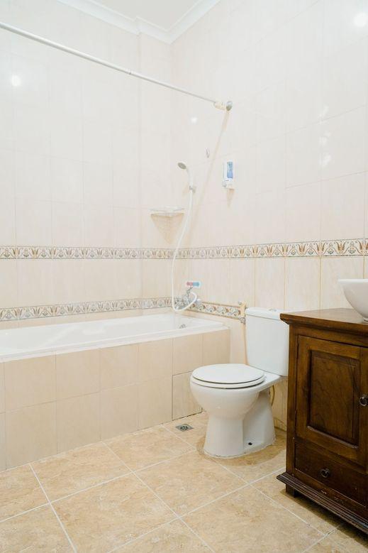Ministry Homestay Jogja - Bathroom