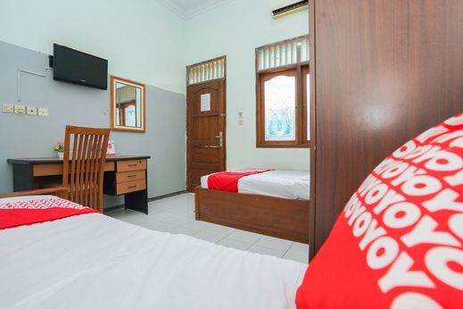 OYO 1439 Gang Guest Homestay Tuban - Bedroom