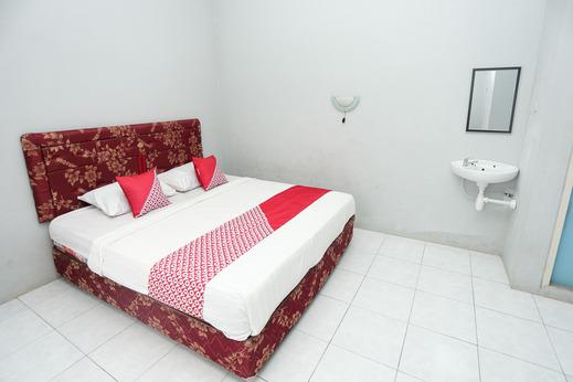 OYO 1685 Garuda Guest House Balikpapan - Bedroom