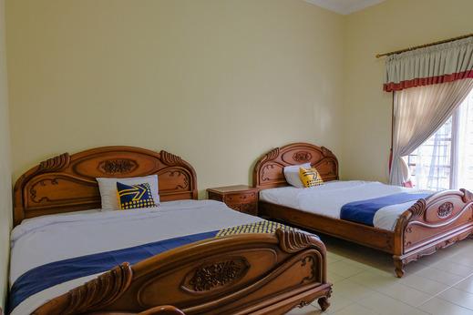 SPOT ON 1767 Villa Anggur Panderman Malang - BEDROOM SPT ON