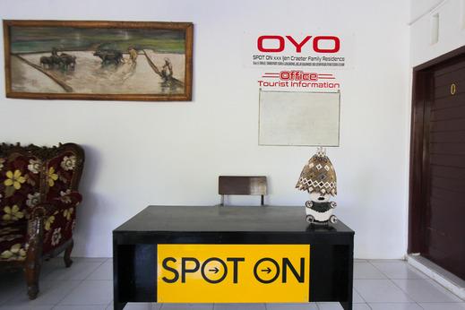 SPOT ON 2042 Ijen Creater Family Residence Syariah Banyuwangi - Reception
