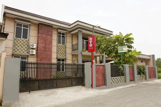 OYO 1394 Rumaisa Homestay Syariah Pekanbaru - Facade