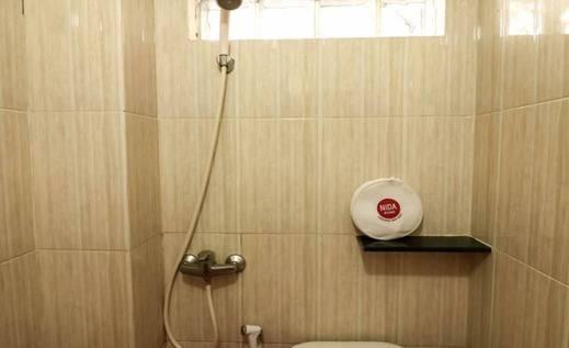 NIDA Rooms Kamboja Central Banjarmasin - Kamar mandi