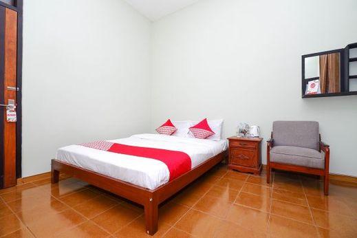 OYO 1414 paviliun permata Solo - Bedroom