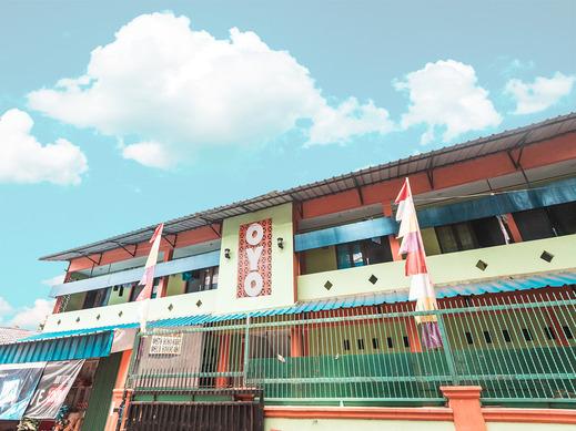 OYO 1756 Amira Guest House Bekasi - Facade