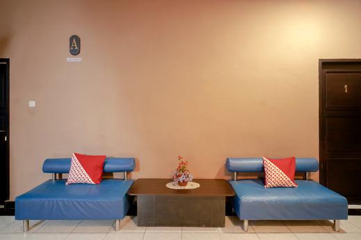 OYO 3131 Sayang Home Stay Makassar - Lobby