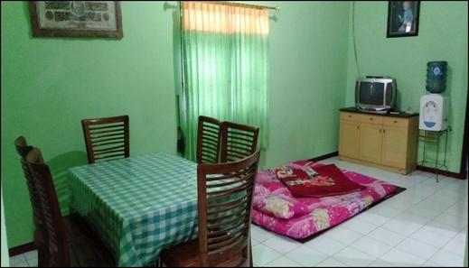 Holiday Homes Anggun Bromo Probolinggo - interior