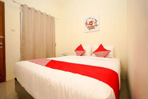 OYO 1018 Penginapan Darma II Surabaya - Bedroom