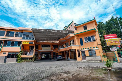 OYO 2855 Sartika Hotel Pati Pati - Facade