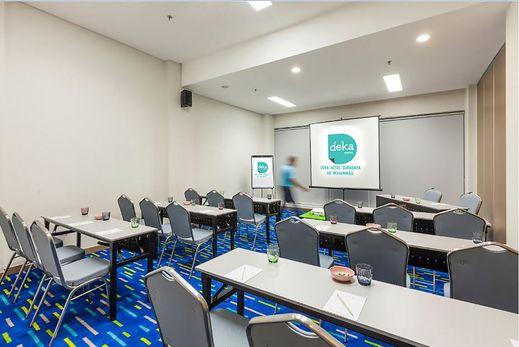 Deka Hotel Surabaya - Meeting Room