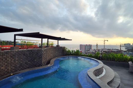 Grand Jatra Balikpapan - Rooftop Pool