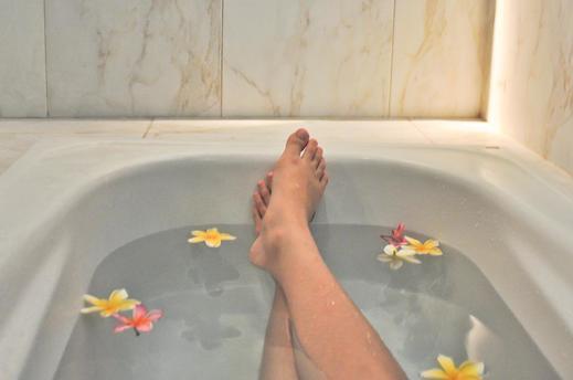 Hotel Aman Karanganyar Kebumen - Deluxe Room Bathroom