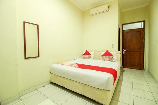 OYO 249 Hotel Astria Graha Bandung - Bedroom