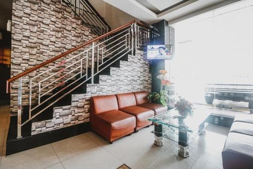RedDoorz Plus near Universitas Negeri Makassar Makassar - Lobby