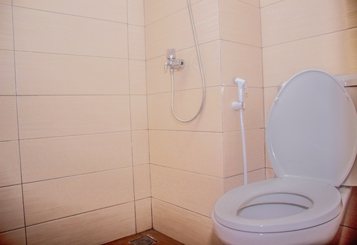 Queen Apartment Margonda Residence 3 & 5 Depok - Bathroom