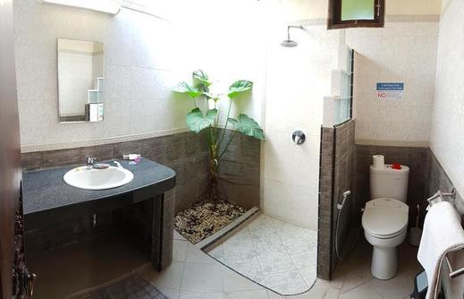 Hotel Genggong Bali - Bathroom