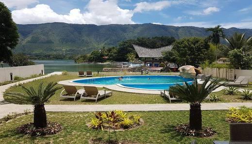 Zoe's Paradise Waterfront Hotel Danau Toba - Pool