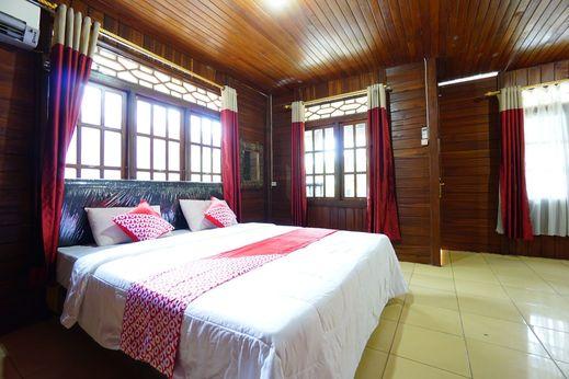 OYO 1254 Golden Lake Resort Manado - Bedroom