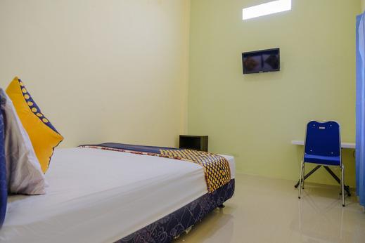 SPOT ON 2431 Tf Homestay Madiun - Bedroom