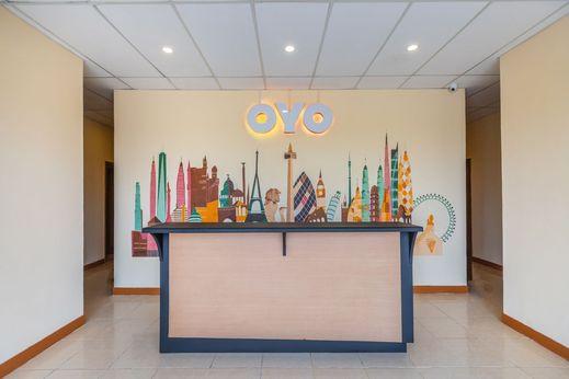 OYO 1552 Iodium Residence Bekasi - Reception