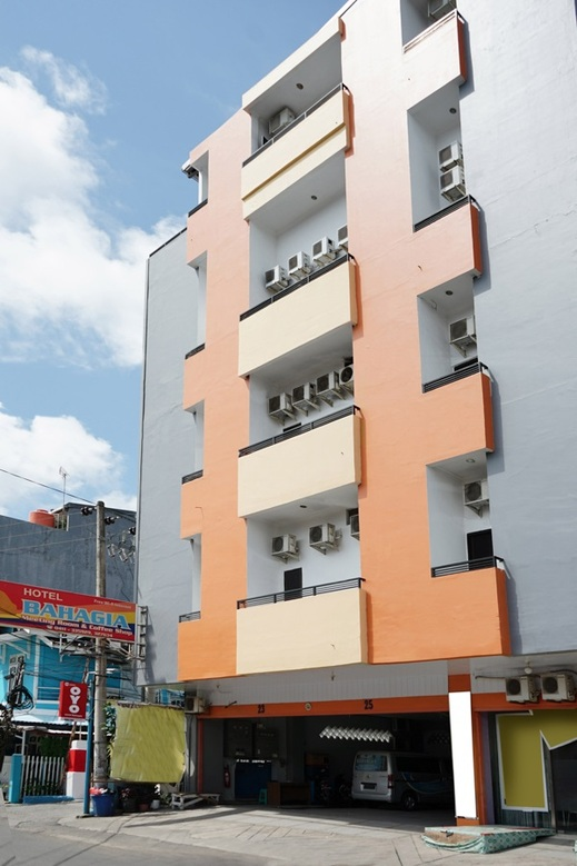 OYO 2291 Hotel Bahagia Makassar - Facade