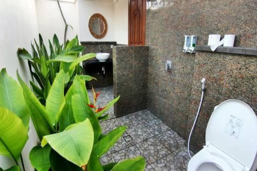 The Tanis Villas & Hotel Lembongan Bali - Kamar mandi