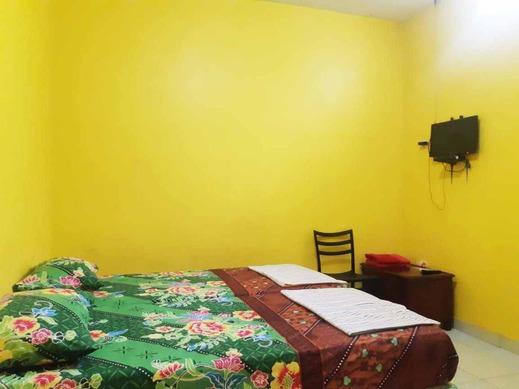 OYO 3214 Puri Amalia Banyuwangi - Deluxe Double Room